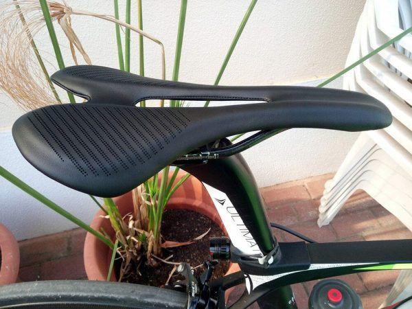 Sillín de fibra de carbono 3k T700 almohadillas con cojines de cuero súper ligeros